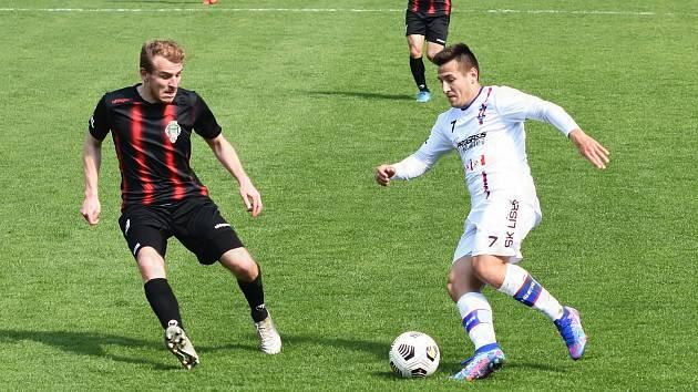 Líšeňští fotbalisté (v bílém) remizovali ve dvacátém kole FORTUNA:NÁRODNÍ LIGY s Viktorií Žižkov 1:1. V této sezoně doma ještě neprohráli.