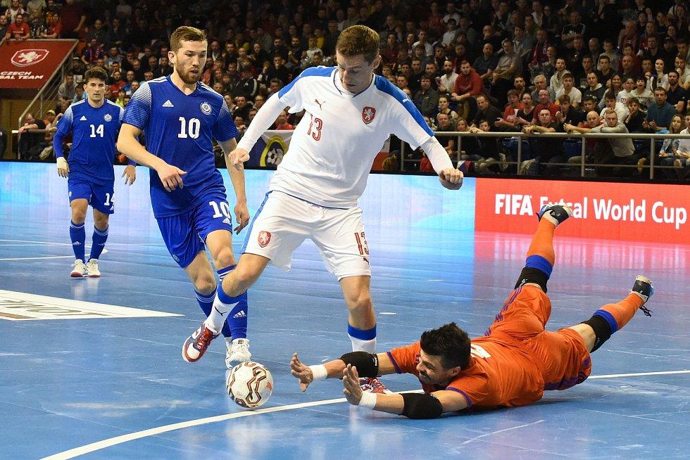 Kvalifikační turnaj na futsalové MS 2020 - ČR Michal Holý (bílá) Kazachstán (modrá)