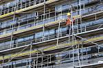 Stavba první kancelářské budovy v areálu Nová Zbrojovka dosáhla nejvyššího bodu.