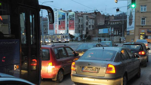 Dopravní zácpa v ulici Křížová (směr Mendlovo náměstí)