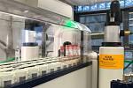 Laboratoře Státní zemědělské a potravinářské inspekce se rozrostla o výkonnější nukleární magnetickou rezonanci pro kontrolu vzorků vín.