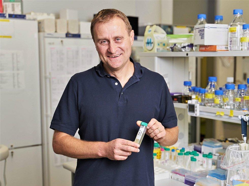 Dalibor Blažek, vedoucí výzkumného týmu vědců z institutu CEITEC Masarykovy univerzity, který objevil slabé místo zhoubných nádorů, bílkovinu CDK 11.