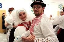 Z celé České republiky i ze Slovenska přijeli na Slovácký ples v Brně folklorní nadšenci. V sobotu od šesté hodiny odpoledne až dlouho po půlnoci jim patřilo výstaviště.