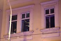 Požár zachvátil v pátek odpoledne byt ve výškovém domě v brněnské Slovákově ulici. Hasiči z místa evakuovali tři dospělé a jedno dítě.
