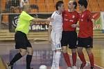 Zápas o první místo ve futsalové lize se zvrhl v jednoznačnou záležitost. Na úvodní gól brněnského Tanga odpověděl sedminásobný mistr z Chrudimi pěti trefami. Z jižní Moravy si odvezl výhru 5:2.