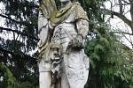 Barokní sochy sv. Floriána a Václava v Moravské Nové Vsi z první poloviny 18. století. Památka před restaurátorskými pracemi.