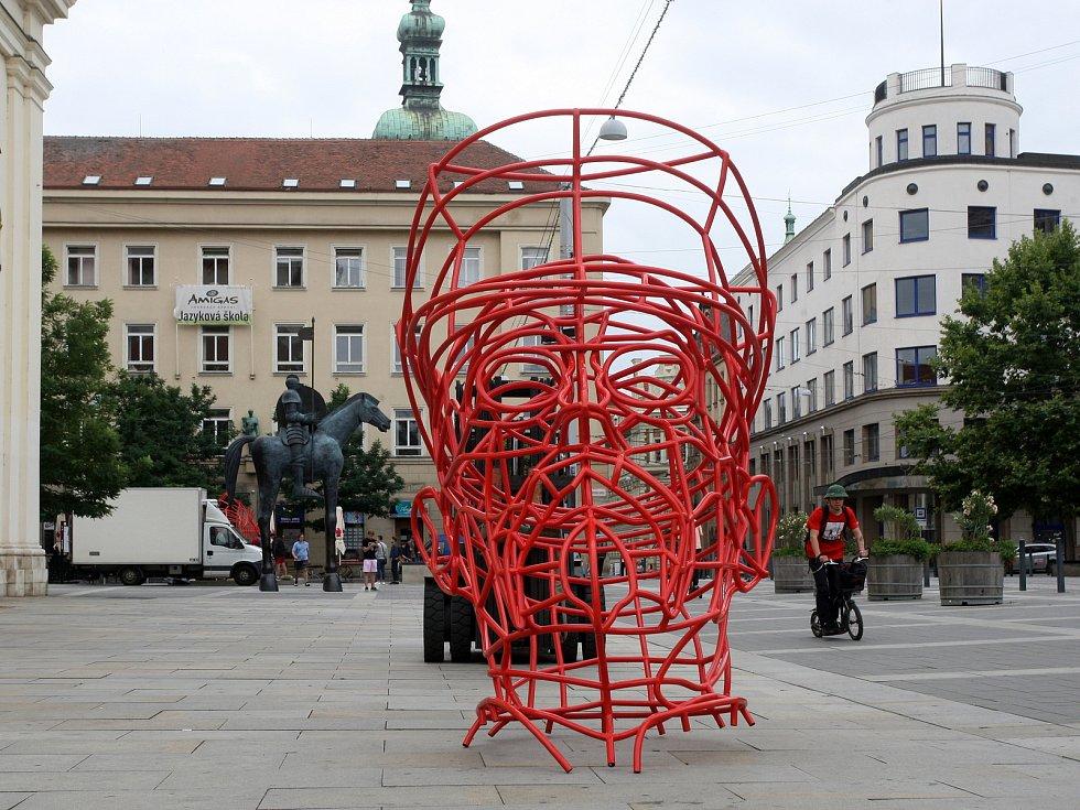 Masaryka rozebrali a odvezli. Řeší, kde v Brně bude socha z trubek trvale stát.