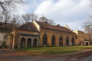 Pozemky pod vojenským areálem v brněnských Pisárkách patří městu. Nově opravená tělocvična bude sloužit Brňanům ke sportování.
