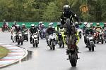Rosice 05.10.2019 - Rekord padl! Byť pouze na mokré trati. Na Masarykův okruh i přes velmi nepříznivé počasí dorazily téměř dvě stovky motorkářů. 185 účastníků Motoshow rekordu uctilo památku  a zároveň se hromadnou jízdou po závodní dráze rozloučilo s da
