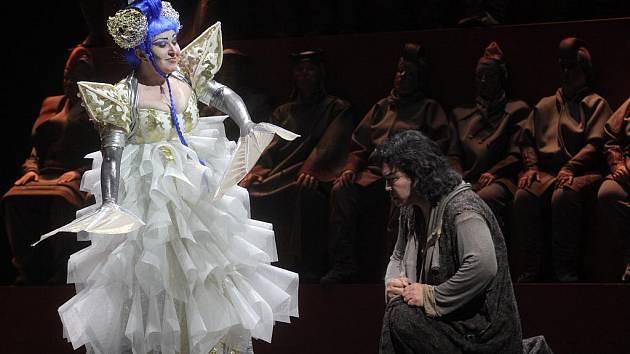 Premiéra inscenace Pucciniho slavné pohádkové opery Turandot.