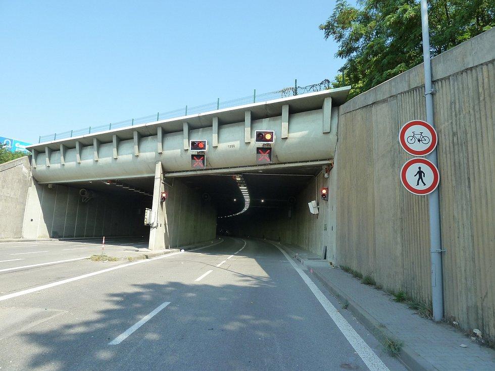 Doprava v Husovickém tunelu.
