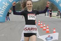 Ve všech třech disciplínách při závodě Masaryk run kralovali na netradičním místě papírově největší favorité. Nejhodnotnější výkon však na trati předvedla česká reprezentační běžkyně Lucie Maršánová, která překonala přesně o minutu ženský traťový rekord.