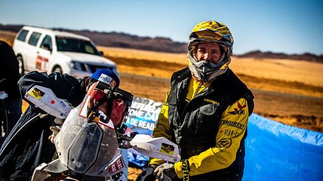 Popis fotky: Jan Brabec - Rallye Dakar - 5. etapa: Úla - Háil (563 km celkově/353 km rychlostní zkouška), 9. ledna 2020. Český motocyklista Jan Brabec z týmu Big Shock Racing se strojem značky KTM.    Rijád (Saúdská Arábie) - Pilot kamionu Iveco Martin Ma