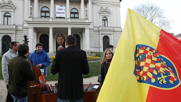 Odboráři lákali na demonstraci 17. listopadu.