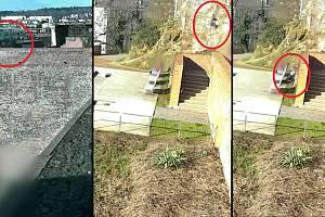 Z patnáctimetrové výšky sletěla v neděli ráno sedmnáctiletá dívka v Denisových sadech v centru Brna.