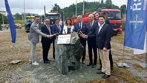 Slavnostní poklepání na základní kámen stavby části VMO Tomkovo náměstí v Brně.
