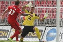 Fotbalisté Zbrojovky Brno (v červeném) porazili Baník Ostrava 2:1.