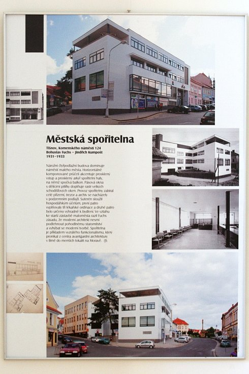 Výstavy mapující dílo architekta Bohuslava Fuchse putují po celé republice už od března, kdy by umělec oslavil 120. narozeniny. Expozice rodinných domů z jeho dílny dorazila ve čtvrtek do Znojma. O pátku je pak k vidění i výstava v Brně.