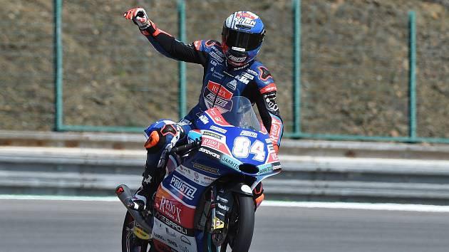 Brno 04.08.2018 - vítěz kvalifikace Moto 3 Jakub Kornfeil.