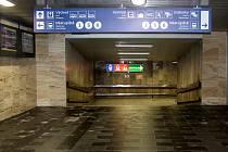 Správa železnic v pondělí slavnostně otevřela opravený příjezdový podchod na brněnském hlavním nádraží.