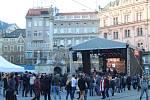 V Brně lidé slaví třicetileté výročí sametové revoluce na náměstí Svobody na akci Brněnský sedmnáctý.