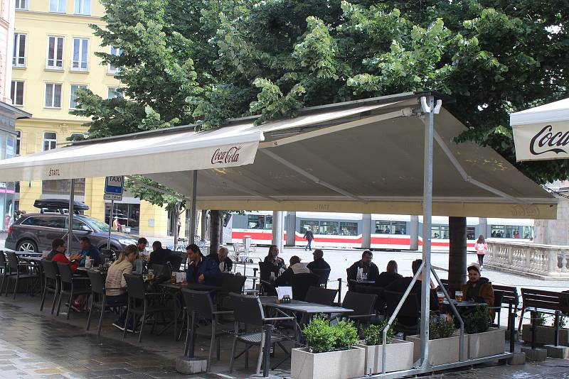 Restaurační zahrádky v Brně, ilustrační foto.