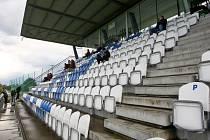 Domácí SK Líšeň (v bílém) proti FC Sellier Bellot Vlašim.