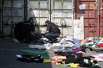 Padělané zboží odhalili brněnští celníci.