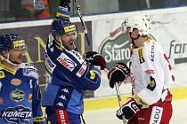 Hokejisté Brna si po vítězství 3:1 nad Slavií udrželi první místo.