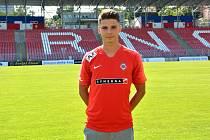 Fotbalový obránce Jan Hlavica přestoupil z Líšně do brněnské Zbrojovky, kde podepsal smlouvu na tři roky.