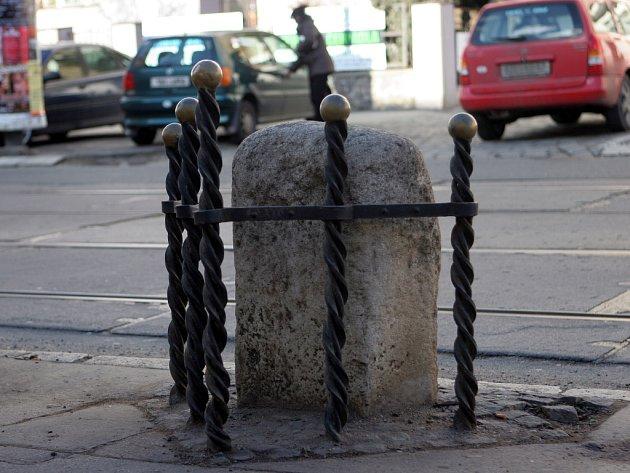 Hraniční kámen v Minské ulici v Brně.