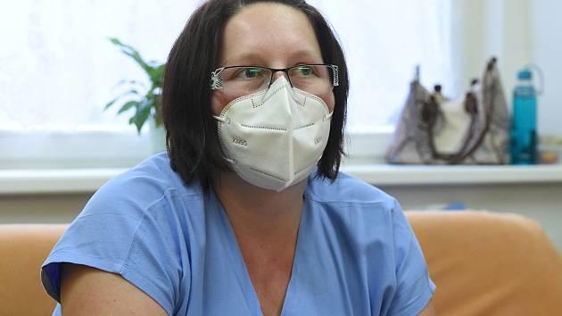 Staniční sestra z kliniky infekčních chorob z FN Brno Bohunice Jana Řezníčková.