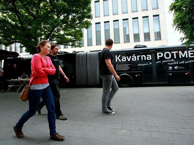 V Brně zastavila kavárna Potmě. Chce ukázat, že svět nevidomých může být přívětivý
