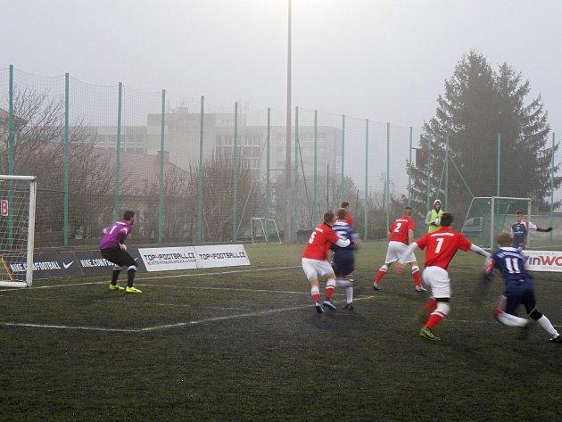 Vpřátelském zápase malé kopané přehráli čeští reprezentanti do 21let soupeře ze Slovenska 4:2.