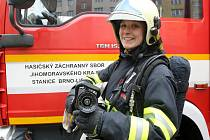 Redaktorka Rovnosti Michaela Římanová se na den stala hasičkou na stanici Lidická v Brně.