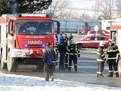Hasiči zasahovali ve skladišti potravin a obalového materiálu v brněnských Modřicích.