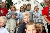 Jak se žilo indiánům v dobách divokého západu si tento týden vyzkouší děti v příměstském táboře, které pro ně pořádá brněnské Centrum volného času Lužánky.