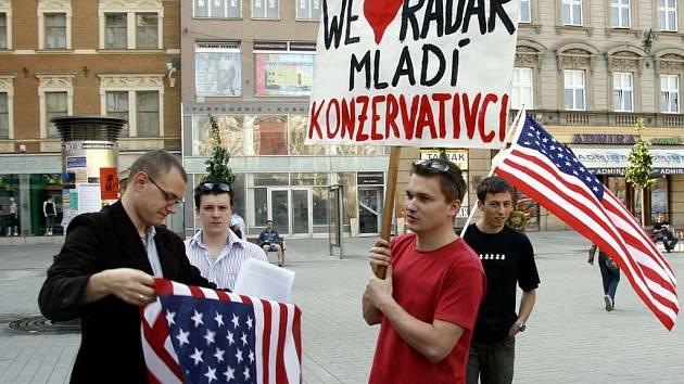 Demonstraci za zřízení amerického radaru v Česku uspořádala konzervativní strana.
