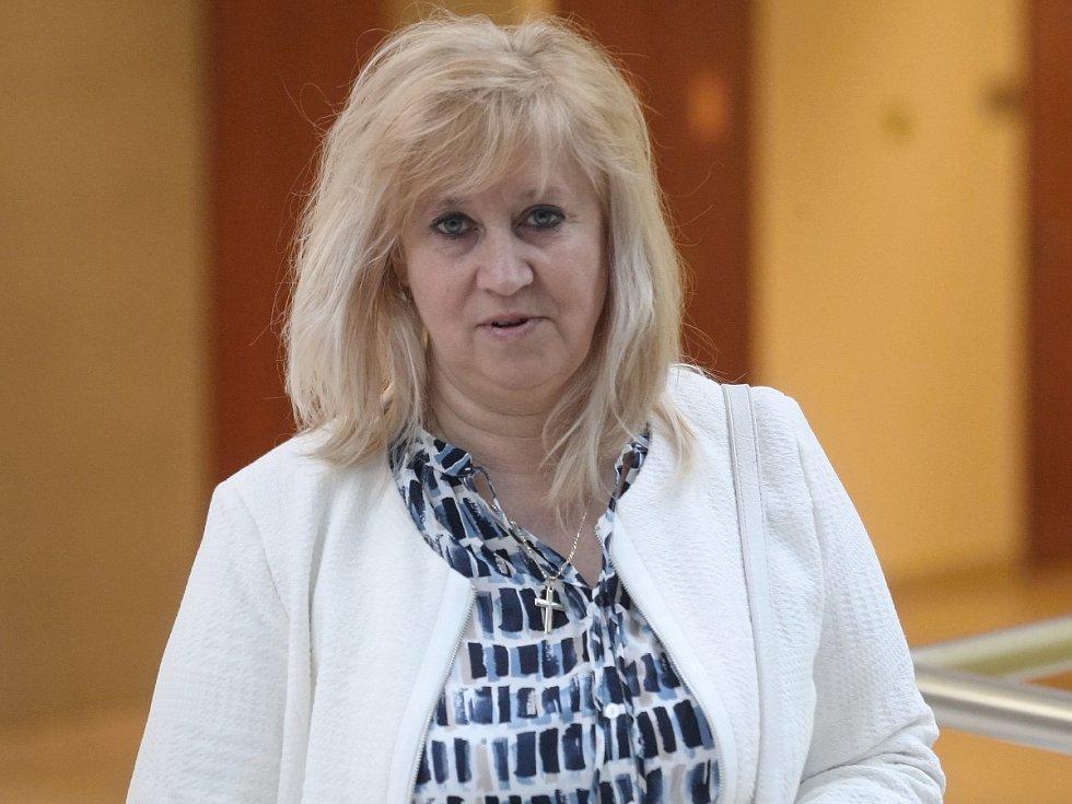 Bývalá starostka brněnských Medlánek Alena Valentová a tehdejší tajemnice městské části Jarmila Olejníková (na snímku) ve čtvrtek stanuly před Městským soudem v Brně. Měly si nezákonně vyplácet odměny.