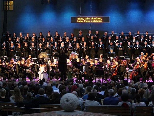 Notoricky známé první tóny Orffovy kantáty Carmina burana zahájily v úterý večer Mezinárodní hudební festival Špilberk.