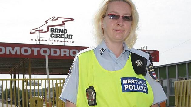 Brněnská městská policistka se dočkala pochvaly od italského návštěvníka Velké ceny.