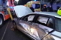 Nehoda tramvaje a auta v ulici Veveří.