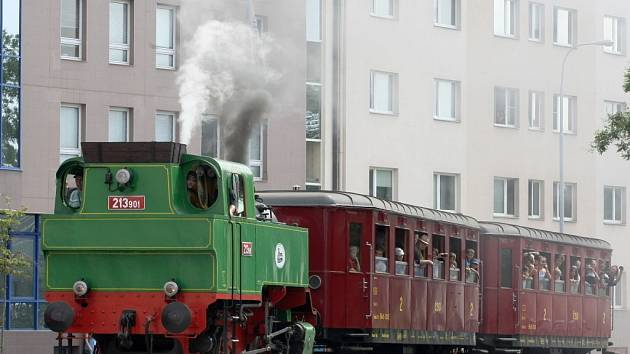 Unikátní příležitost projet se vlakem po jedné z brněnských ulic využilo v sobotu dopoledne několik desítek lidí.