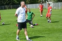 Nový trenér béčka Zbrojovky Martin Maša při úvodním tréninku.