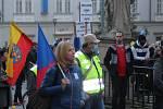 Na Zelném trhu v centru Brna v úterý lidé demonstrovali proti současným vládním opatřením souvisejícím s koronavirem.