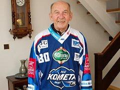 Legendární brněnský brankář Vladimír Nadrchal oslavil osmdesátiny a dostal dres.