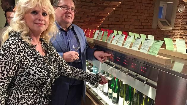 Degustační automat na víno.