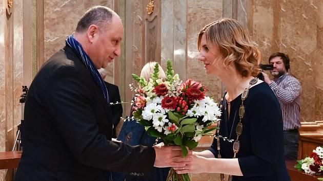 Předávání Cen města Brna. Luděk Navara a primátorka Markéta Vaňková.
