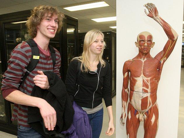 Někteří studenti se dozvěděli, jak funguje speciální myš. Další viděli unikátní anatomické muzeum.