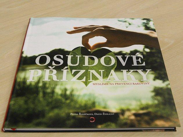Knihu Osudové příznaky napsala brněnská lékařka Petra Říháčková.